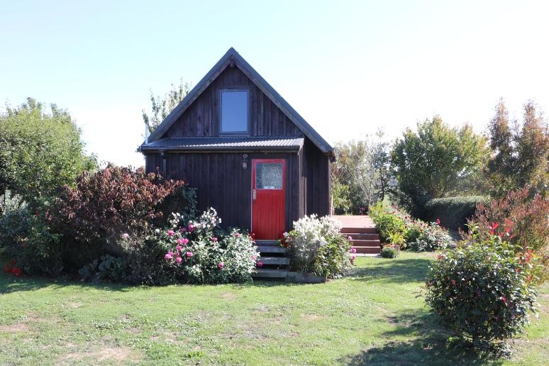 the-kinky-art-studio-red-door